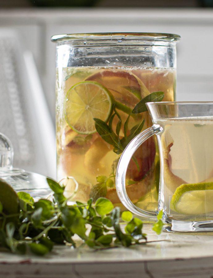 Ledeni čaj sa korom jabuke i aromatičnim biljem